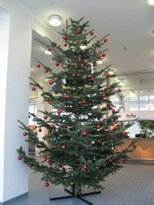 Christmas tree at the TECHNOSEUM: decorated with household appliances. TECHNOSEUM, picture by Klaus Luginsland