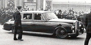 Beatles in the Rolls at Buckingham Palace Oct. 26,1965 www.beatlebrunchclub.com